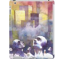 Con il naso all'insù tra le torri iPad Case/Skin