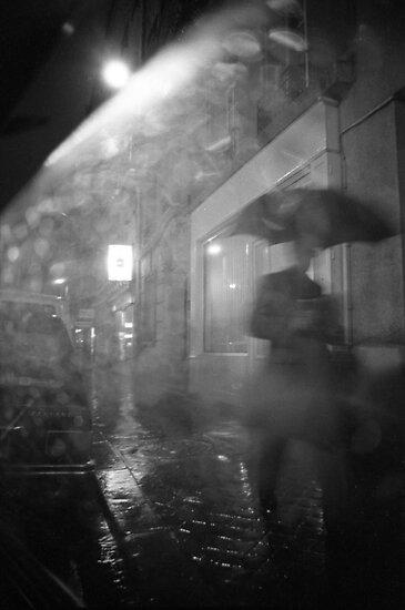 un parapluie dans la nuit by Isabelle  Delmotte
