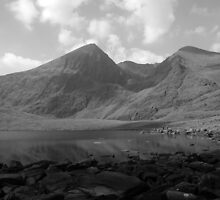 Carrauntoohil in black and white by John Quinn