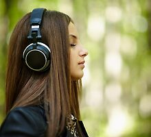 Girl listening music outdoor by naturalis