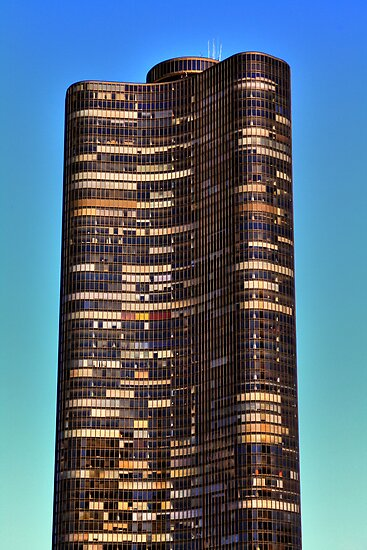 Lake Point Tower - Chicago, IL by Justin Hook