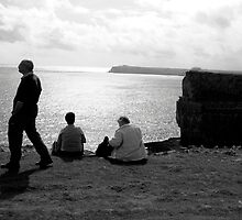 TOURISTS ON CLIFFTOP by kfbphoto