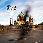 Radfahrer / Berliner Dom by Markus Mayer