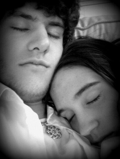 Cuddling by Shadowfaery