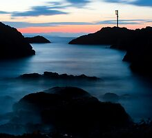 The Looe Light by Retnyap