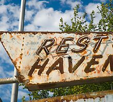 Route 66. Afton. Old Rest Haven Motel sign. (Alan Copson © 2007) by Alan Copson