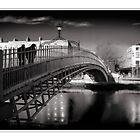 Halfpenny bridge Dublin by jimfrombangor