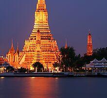 Wat Arun Bangkok by Pischapa S