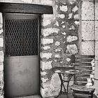 Un Poste Securite by Peter Evans