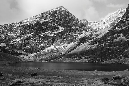 Carrauntoohil in winter by John Quinn