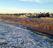 People At Huntington Beach by OceanPeaceful