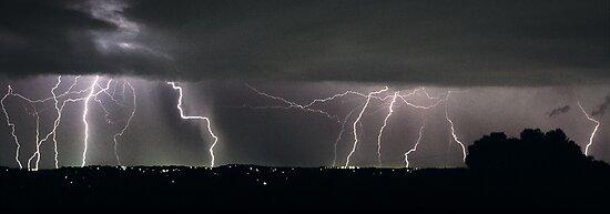 Severe Thunderstorm II by Ern Mainka