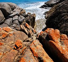 Whisky Bay rocks by Laurette Ruys