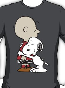 Charlie hugs Snoopy T-Shirt