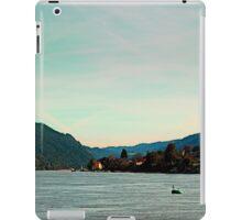 Peaceful river panorama | landscape photography iPad Case/Skin