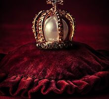Golden Crown by JBlaminsky