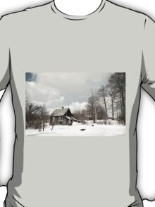 dilapidated wooden house cottage in winter  T-Shirt