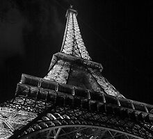 La Tour Eiffel, Noir et Blanc by Alan McMorran