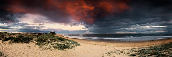 Nobbys Beach, Newcastle by Matt  Lauder
