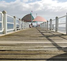 Towsville Strand Pier by CatB
