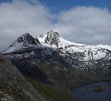 The snow capped peaks of Cradle Mountain cental Tasmania by Lee Popowski