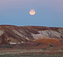 Moon over the breakaways - Coober Pedy - plus 10 minutes by Overlander4WD
