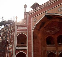 Sun peeking over the edge of the Humayun Tomb undergoing renovation by ashishagarwal74