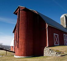 Well Kept Red Barn by BigD