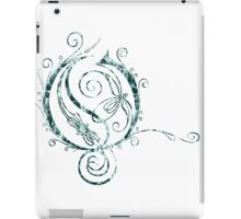 LATTICE LETTER O - destroyed teal iPad Case/Skin