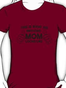 THIS IS WHAT AWESOME MOM LOOKS LIKE T-Shirt