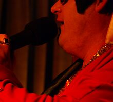 Canberra Elvis - Side Red Light / Red Suit - mcu - Singing  by tmac
