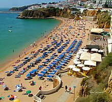Albufeira Beach (west end) by Tom Gomez