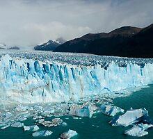 Perito Moreno glacier  by Ivan Ilarionov