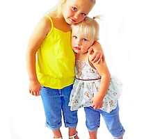 Portraits: Taylah and Hannah by Vanessa Pike-Russell