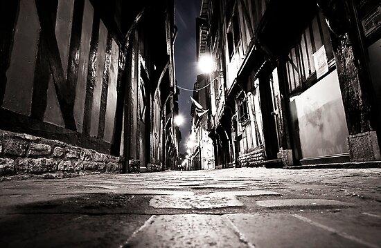 N I G H T      I N      T R O Y E S by Luca Renoldi