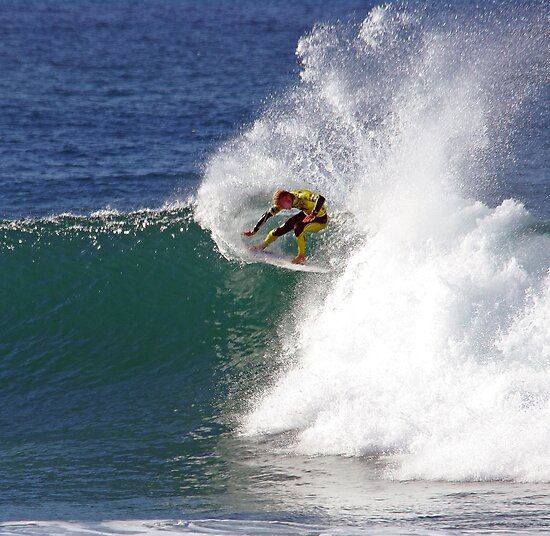 Mick Fanning wins heat at 2009 Rip Curl Pro by Andy Berry