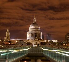 Lovers at St Paul's by Danger80