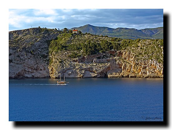 Leaving Dubrovnik by John44