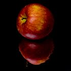 red apple by Vilma Bechelli