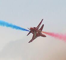 Red Arrows Opposition Barrell Roll by Michelle Welch