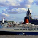 Qe2 at Liverpool 2008 by Paul Reay