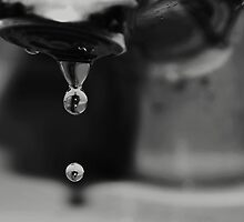 Two Drops by chiogonzalez