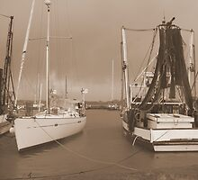 Boats at the Mariner in Flooded Ballina. by caz60B