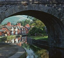 Llangollen Canal and footbridge 46  19790829004  by Fred Mitchell