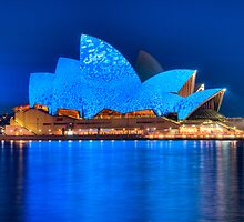 Rhapsody in Blue - Sydney Opera House by Erik Schlogl