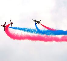 Red arrows display team by dupontin
