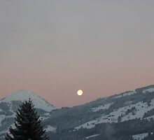 Moon over the Mountains by zahnartz