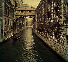 Venice - Bridge of sighs by Roberto Pagani