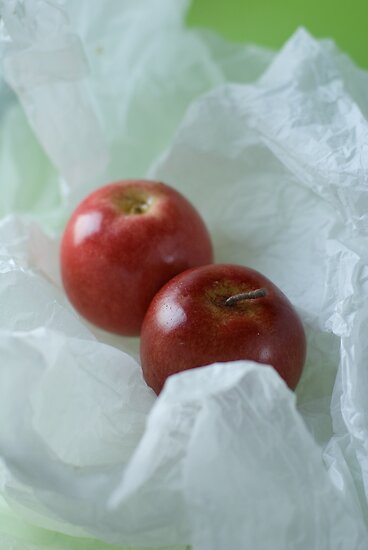 Red apples by Ilva Beretta