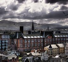 Edinburgh Skies by Linda  Morrison